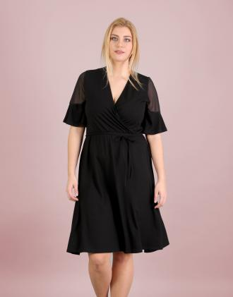 d733b340758f Κρουαζέ φόρεμα για μεγάλα μεγέθη σε ελαστικό ζέρσεϊ με σιφόν λεπτομέρεια.Το  μοντέλο φοράει