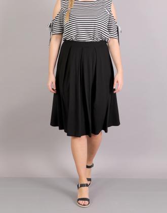 e244ff8d40a6 Κλος φούστα για μεγάλα μεγέθη με πιέτες σε ελαστικό ζέρσεϊ.Το μοντέλο  φοράει  XLΎψος