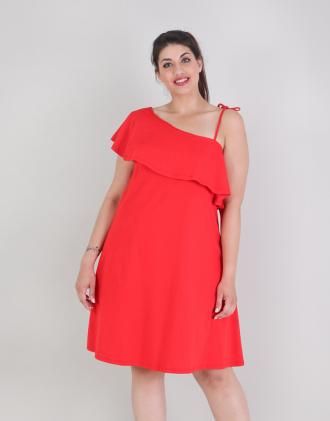 a168fc54bb3e Φόρεμα για μεγάλα μεγέθη με έναν ώμο και βολάν σε βαμβακερό ζέρσεϊ.Το  μοντέλο φοράει