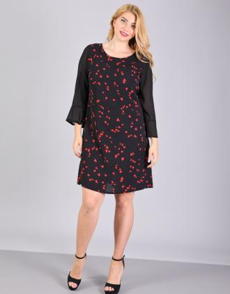 327f07f265d8 Εφαρμοστό υφαντό φόρεμα για μεγάλα μεγέθη με τύπωμα καρδιές.Το μοντέλο  φοράει: LΎψος μοντέλου
