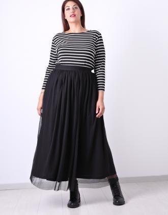 9daf52958ff4 Μάξι τούλινη φούστα για μεγάλα μεγέθη με φόδρα και λάστιχο στη μέση.Το  μοντέλο φοράει