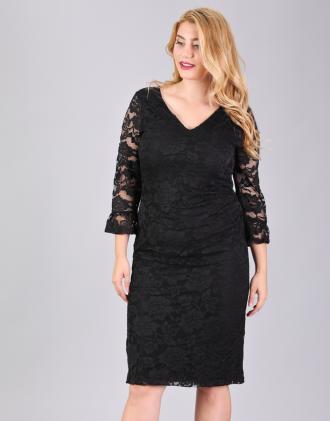 a28baa6a169f Εφαρμοστό φόρεμα για μεγάλα μεγέθη σε δαντέλα.Το μοντέλο φοράει  LΎψος  μοντέλου  178