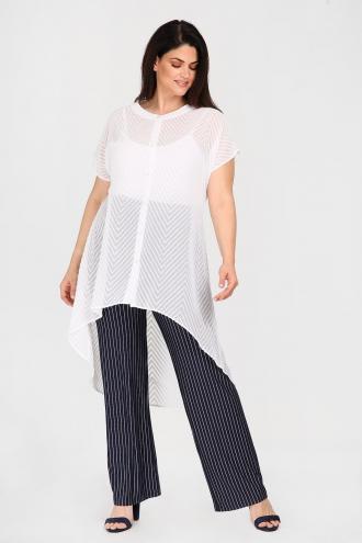 847ae42b5957 Μακριά πουκαμίσα σε στιλ κιμονό από περίτεχνη δαντέλα. Κοντά άνετα μανίκια  και κουμπώνει με κουμπιά